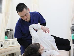 五十肩の治療風景